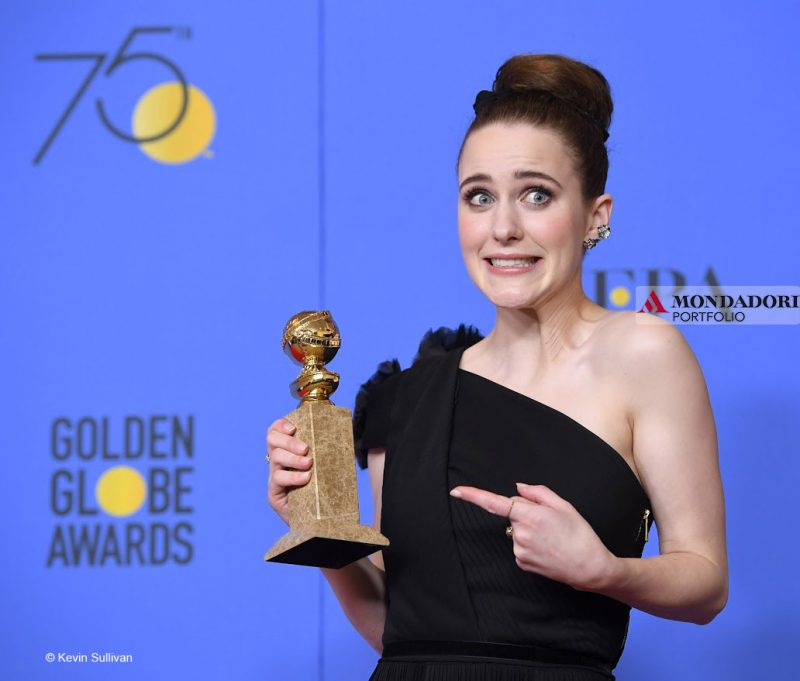 """Golden Globes - Rachel Brosnahan ha vinto come Migliore attrice in una serie tv comedy per il suo ruolo in """"The Marvelous Mrs. Maisel"""""""
