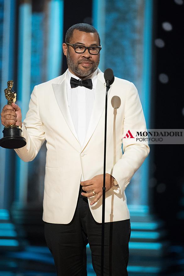 """L'attore e regista Jordan Peele ha vinto il premio per la migliore sceneggiatura, con il suo """"Scappa - Get Out"""""""