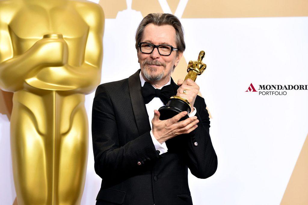 """Gary Oldman, vincitore dell'Osca al migliore attore, per la sua interpretazione di Winston Churchill nel film """"L'ora più buia"""""""