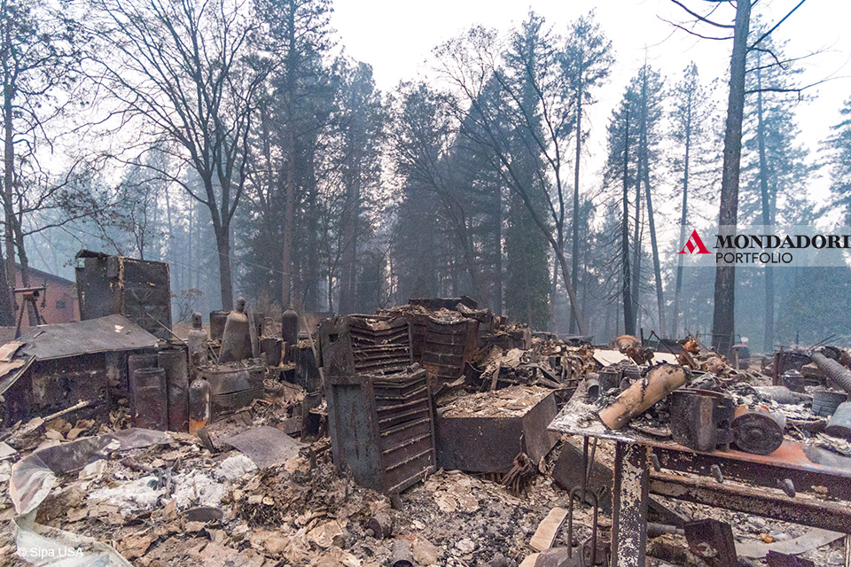 La distruzione causata dal Camp Fire nei pressi di Magalia, California.