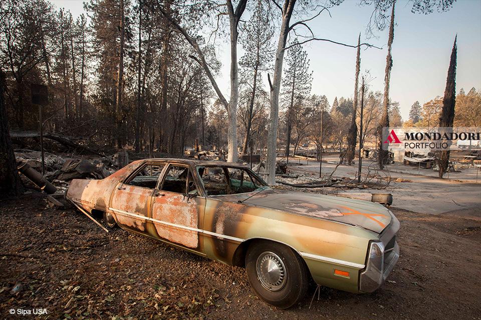 Il fuoco di Camp Fire ha bruciato così velocemente la città di Paradise che poco rimane riconoscibile delle imprese che un tempo si allineavano per le strade vicino al cuore della città.