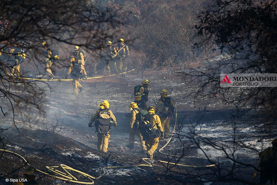Camp Fire: I vigili del fuoco della contea di Ventura sono riusciti a salvare tutte le case della zona.