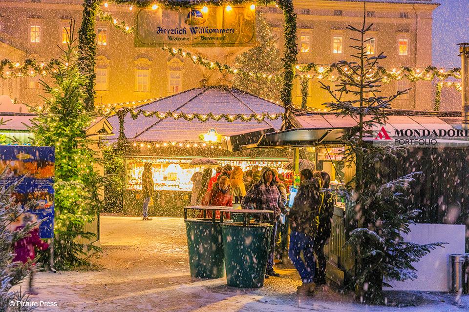 In Austria la magia del Natale inizia molto presto. I mercatini di Natale aprono infatti già dalla seconda metà di novembre.