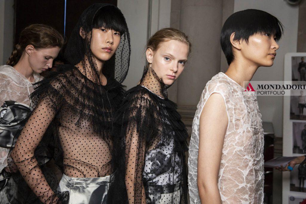 Settembre e Ottobre sono i mesi della moda, a Settembre assistiamo alle sfilate e a otobre tiriamo le somme e analizziamo quali sono i nuovi trend del mondo del fashion.