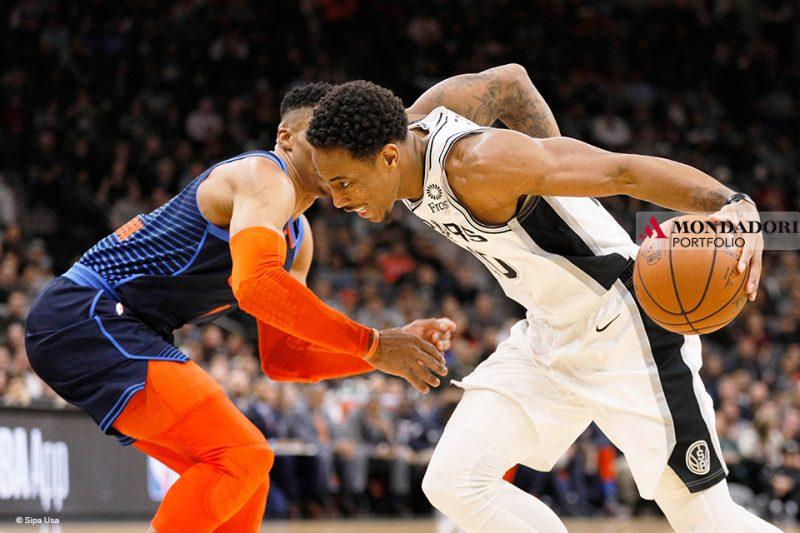 Sport Internazionale: Nella notte tra giovedì e venerdì si è giocata la partita più bella di questa stagione NBA. I San Antonio Spurs di Demar DeRozan hanno vinto in casa dopo due supplementari contro gli Oklahoma City Thunder di Russell Westbrook. La partita è finita 154 a 147 per i padroni di casa.