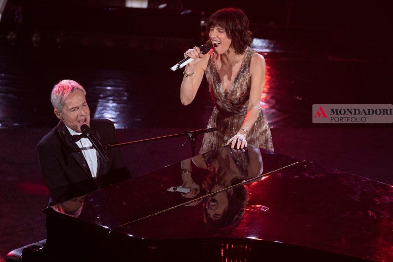 Giorgia e Claudio Baglioni duettano sul palco di Sanremo