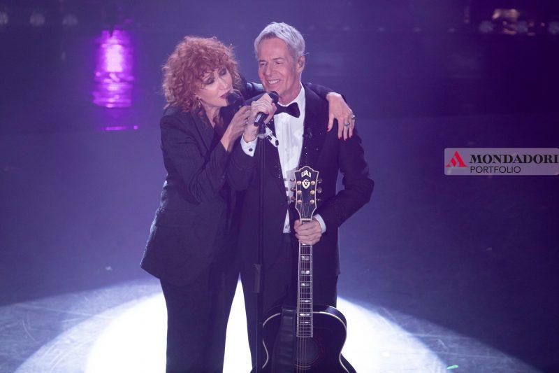 Fiorella Mannoia e Claudio Baglioni sul palco dell'Ariston