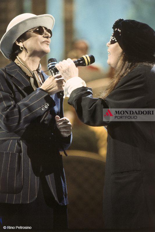 """Mia Martini ha partecipato a 5 edizioni del Festival di Sanremo e nel 1993 partecipò insieme alla sorella Loredana Bertè con il brano """"Stiamo come stiamo"""". Nel 1996, il Festival le ha intitolato il Premio della Critica"""