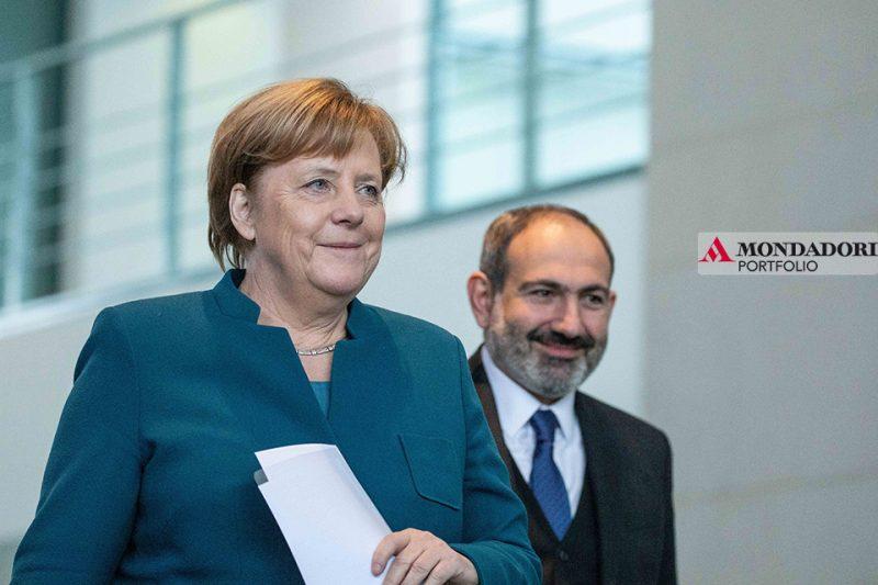 Eletta nel 2005, prima donna a ricoprire l'incarico di cancelliera, Merkel è al suo quarto mandato. Nonostante abbia annunciato la decisione di non ricandidarsi nel 2021, l'impatto della sua leadership è stato evidente, capace di influenzare l'Europa e non solo.
