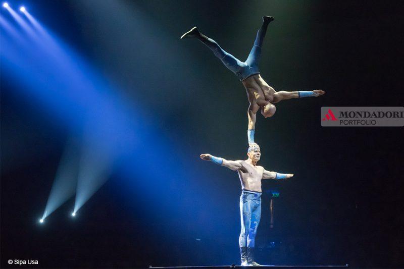 I fratelli Rippel eseguono la loro esibizione di FLOW handstand durante lo spettacolo al Capital Circus di Budapest in Ungheria.